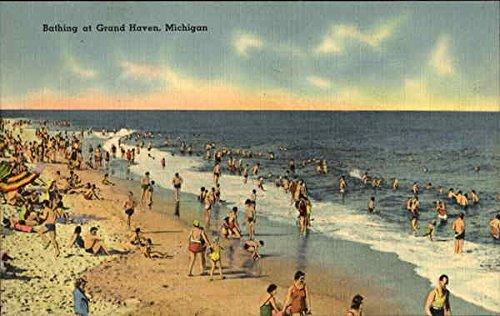 Bathing-At-Grand-Haven-Grand-Haven-Michigan-Original-Vintage-Postcard