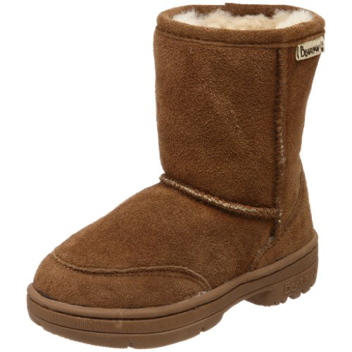 Authentic UGG Australia brand shearling boots for kids. This is a brown pair in good used condition, due to a small scuffing on the left toe. We had covered the spot with sharpee so it isnt very notic.
