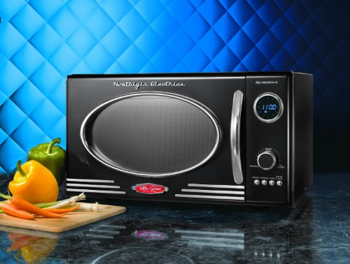 nostalgia electrics rmo400blk retro series 0 9 cubic foot microwave oven black kitchen dining. Black Bedroom Furniture Sets. Home Design Ideas