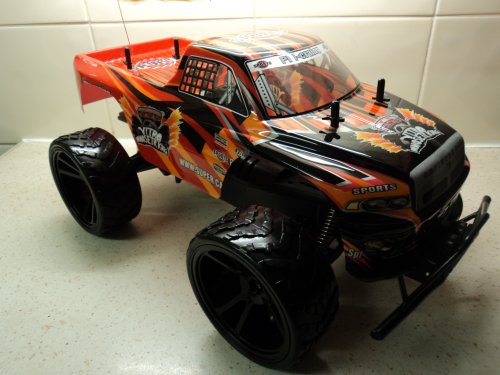 NITRO MONSTER TRUCK RADIO REMOTE CONTROL CAR 1/10 RECHARGEABLE BIG WHEEL KING