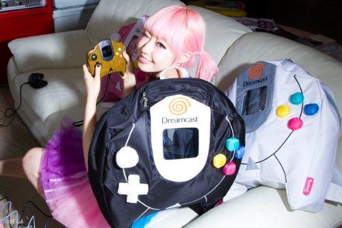 Segakawaii×galaxxxyコラボ!! Dreamcastコントローラリュック 白