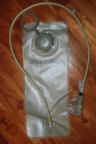 BRAND NEW ORIGINAL US ARMY ISSUE - COYOTE 100 OZ / 3 LITRE HYDRATION BLADDER