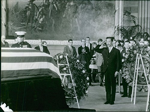 Vintage photo of Nguyen Cao Ky saluting and paying respects to martyr.