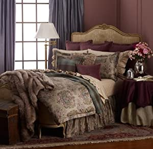 Lauren by Ralph Lauren Margeaux Medallion Plum FULL/QUEEN Comforter