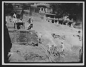 Photo: Benares - preparing dead bodies for cremation