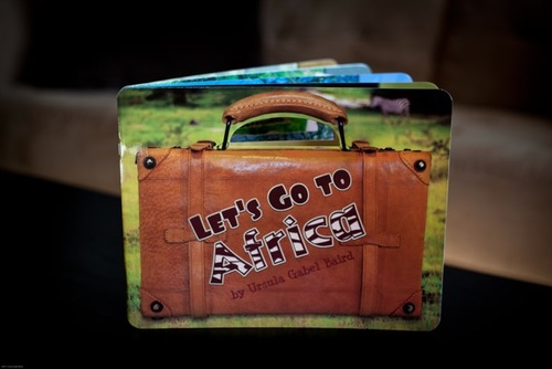 Let's Go To Africa (English, Spanish and Chinese Edition)