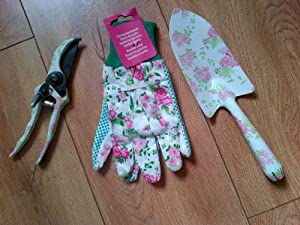 Ladies gardening set pruners gloves trowel pink rose for Ladies garden trowel set