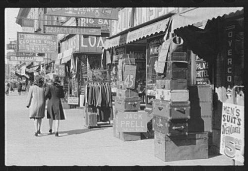 Photo Pawnshops and secondhand stores in Gateway District, Minneapolis, Minnesota 1939