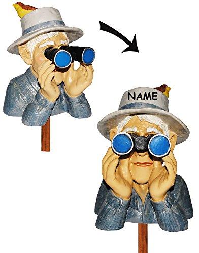 """Jäger / Opa mit Hut, Vogel & Fernglas - als """" Spanner am Gartenzaun """" - incl. Namen - aus Kunstharz - große XL Figur - Gartenzwerg / Gartendeko Garten - Nachbar Reisen Urlaub - Großvater - Hecke - Heckenfigur - Zaun / Zaunfigur"""