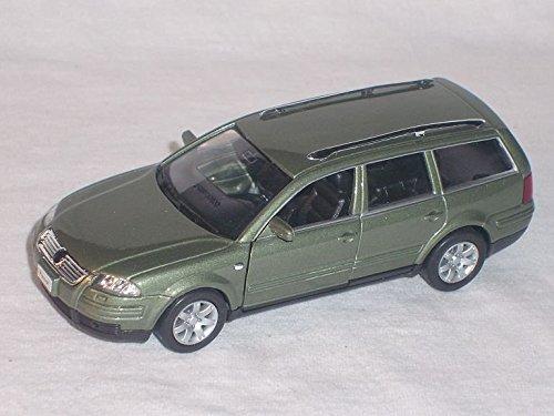 VW-Volkswagen-Passat-Variant-Kombi-Grn-B5-Gp-2001-Ca-143-136-146-Welly-Modellauto-Modell-Auto