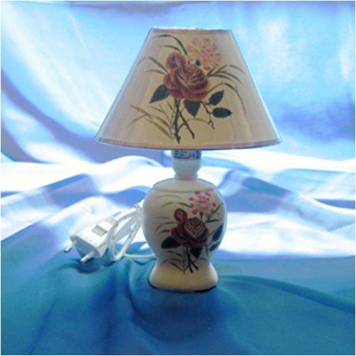 Dekorative Tischlampe mit Rosendekor