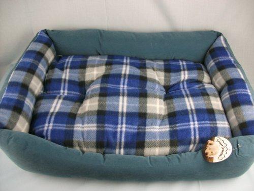 Artikelbild: Größe Rechteckiges Hundebett, Blau Farbe, Velourslederimitat, mit Tartan/blau Wendekissen. wp519