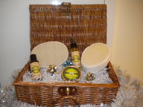 Luxury Beauty Hamper Pamper that love one with a Natural range of products.Cucumber & Melon