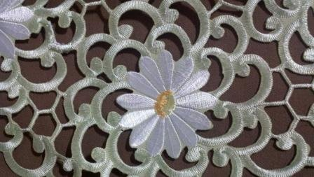 "34"" Table Runner Or Dresser Scarf With White Daisy Andgreen Cutwork front-944574"