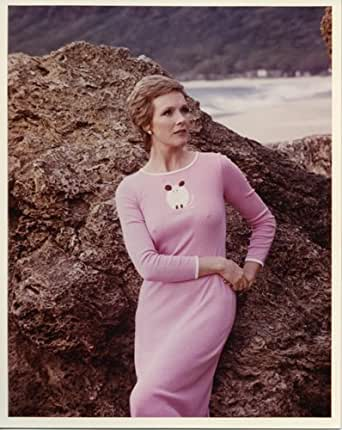Julie Andrews candid press photo on beach early 1970's in pink dress