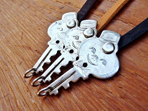 vintage-key-bracelet-american-tourister-bellhop-1960s-luggage-latigo-leather-handcrafted-retro-fashi