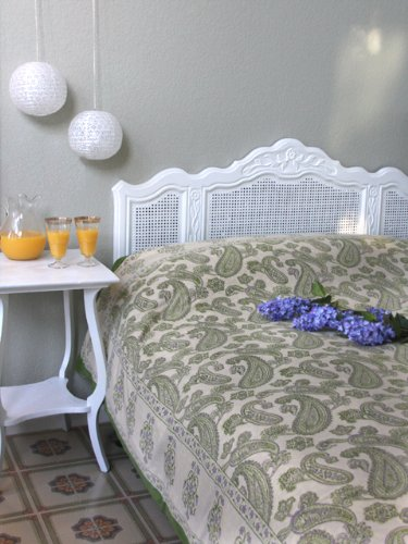 Paisley Fraiche ~ Lime Green Cream Beautiful Queen Bedspread 90X90 front-579564
