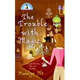"""The Trouble With Magic (A Bewitching Mystery, Band 1)von """"Madelyn Alt"""""""