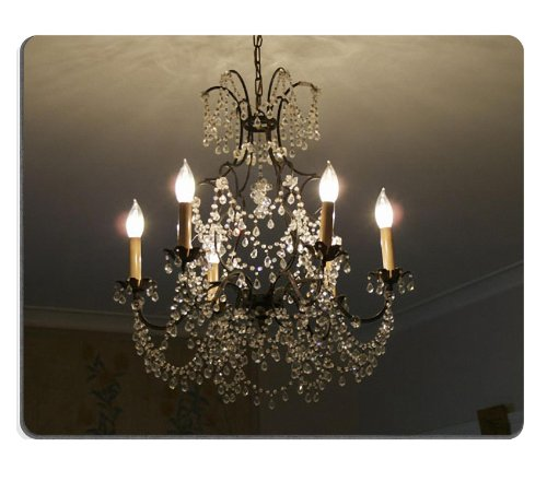 Room With Chandelier front-906356