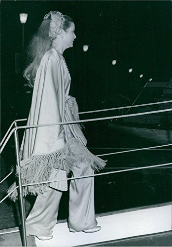 vintage-photo-of-princess-grace-seen-as-she-goes-abroad-the-yacht-rampagershes-fed-up-1970