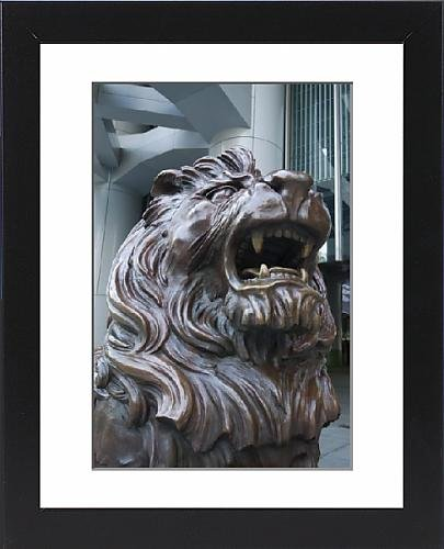 framed-print-of-bronze-lion-statue-outside-the-hsbc-bank-headquarters-rubbing-its-paws-is-said