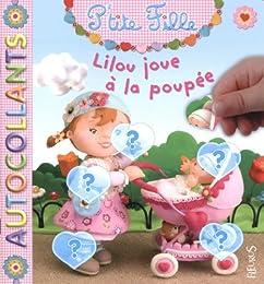 Lilou joue à la poupée