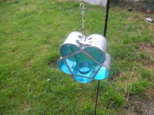 COLOURED GLASS TEA LIGHT LANTERN ON STAKE