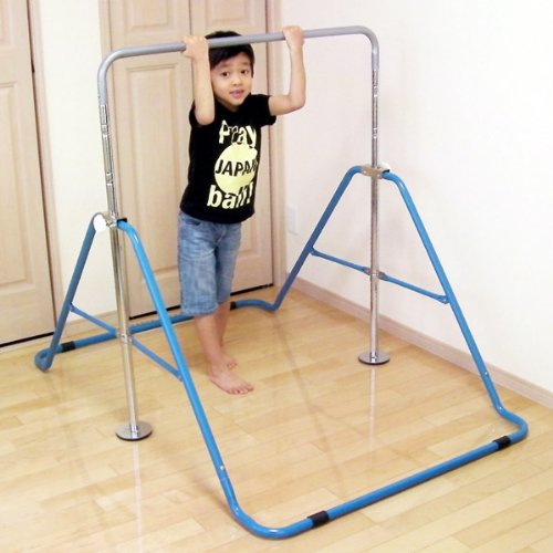 Folding indoor / outdoor use, height adjustment until the blue horizontal bar (blue) for children 40 kg OK and easy to assemble