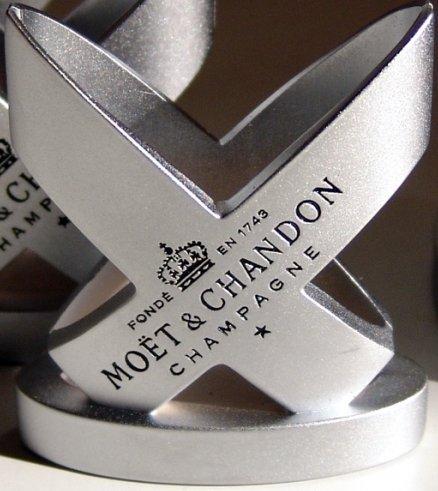 moet-chandon-champagne-engraved-menu-card-holder-x-1