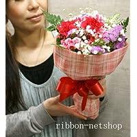 チェックのラッピング カーネーションと季節のお花のブーケ・花束(生花) (ピンク系) FL-MD-807