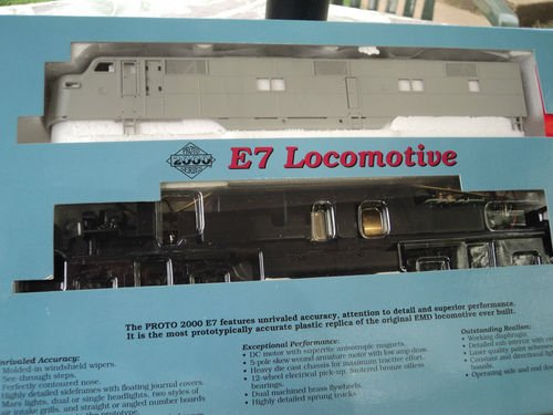 Proto 2000 Ho Scale - #21072 E7 Undecorated Powered Locomotive