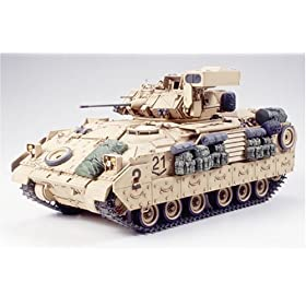 M2A2 Bradley Infantry Fighting Vehicle Military Model Kit