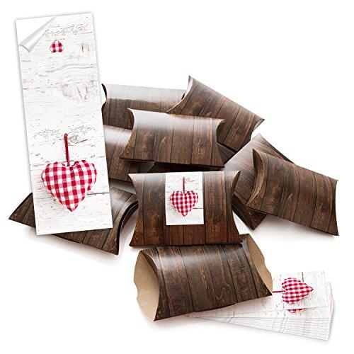 10 kleine geschenkboxen holzoptik braun mit aufkleber banderole rot kariertes herzerl selber. Black Bedroom Furniture Sets. Home Design Ideas