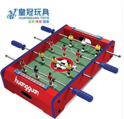 krone-spielzeug-fur-kinder-vier-bar-fussball-kicker-tischfussball-spiel-auf-der-bank-der-fussball-br