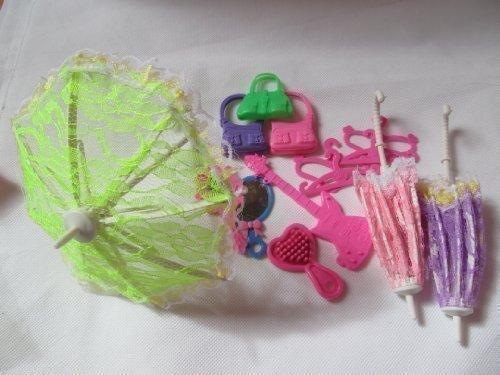 Fat-Catz-Copy-Catz - Set di 15 accessori per bambole delle dimensioni di una Barbie: ombrello, borsetta, spazzola, specchio, chitarra, appendiabiti e scarpe (non Mattel)