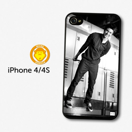 zac efron smiling black white portrait coque pour iphone 4 4s a1287 boutique zac efron. Black Bedroom Furniture Sets. Home Design Ideas