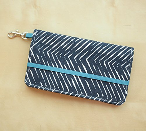 kailo-chic-extra-large-cell-phone-wallet-navyherring-with-wrist-strap