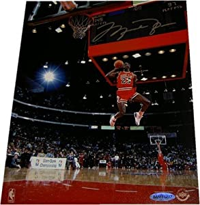 Michael Jordan Signed Photo - 8x10 Gatorade Dunk 1988 - Upper Deck Certified - Autographed NBA Photos
