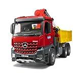 Toy - Bruder 03651 - Mercedes Benz Arocs Baustellen Lastkraftwagen mit Kran, Schaufelgreifer und 2 Paletten