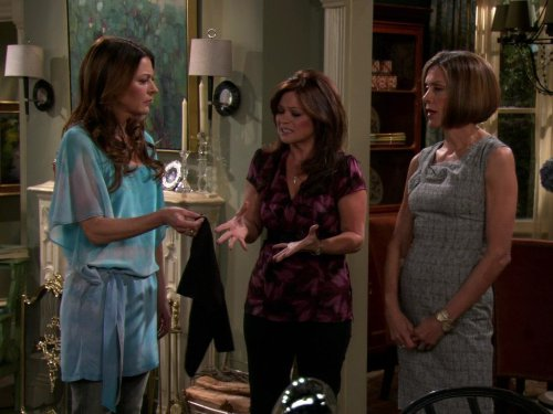 Sisterhood of the Traveling SPANX (Hot In Cleveland Instant Video compare prices)