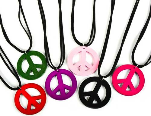 Peace Sign Necklace Wood RIJNPEAWO