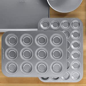 Chicago Metallic Commercial Muffin Pan: 12 Cup