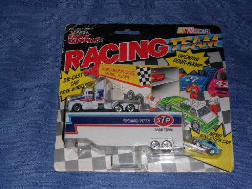 1992 NASCAR Racing Champions . . . Richard Petty #43 STP 1/64 Diecast Hauler with Mini Stock Car . . . Opening Door-Ramp on Trailer - 1