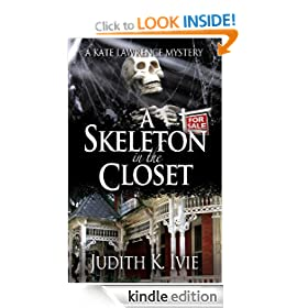A Skeleton in the Closet (Kate Lawrence Mysteries)