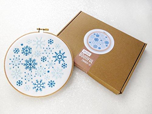 Fiocchi di neve ricamo kit fai da te, Natale, decorazione di Natale, fai da te, Kit cucito, Neve Ricamo Pattern, Relax, mindfulness, regalo per Crafter, mindfulness Art Kit, regalo per lei, regalo per moglie, adulti-Kit per mamma, regalo di natale, natale, regalo di compleanno per la moglie. - Grande Embroidery Hoop