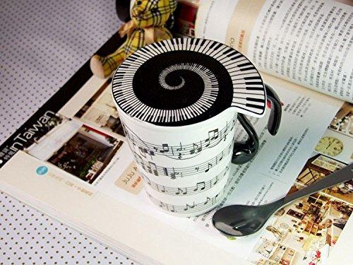 mug-with-lid-horizontal-music-staves