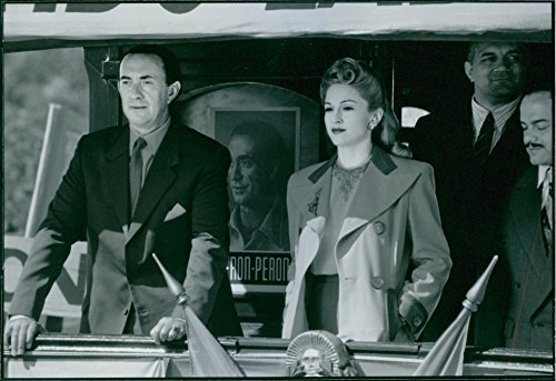 vintage-photo-of-1996a-scene-photo-of-madonna-louise-ciccone-and-jonathan-pryce-cbe-from-the-film-ev