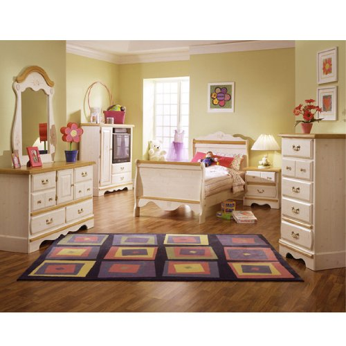Princess Bouquet Sleigh Bedroom Set by Standard Furniture