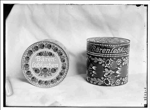 Reprint Tins of lebkuchen cookies, probably manufactured by German company Baren-Schmidt 1910