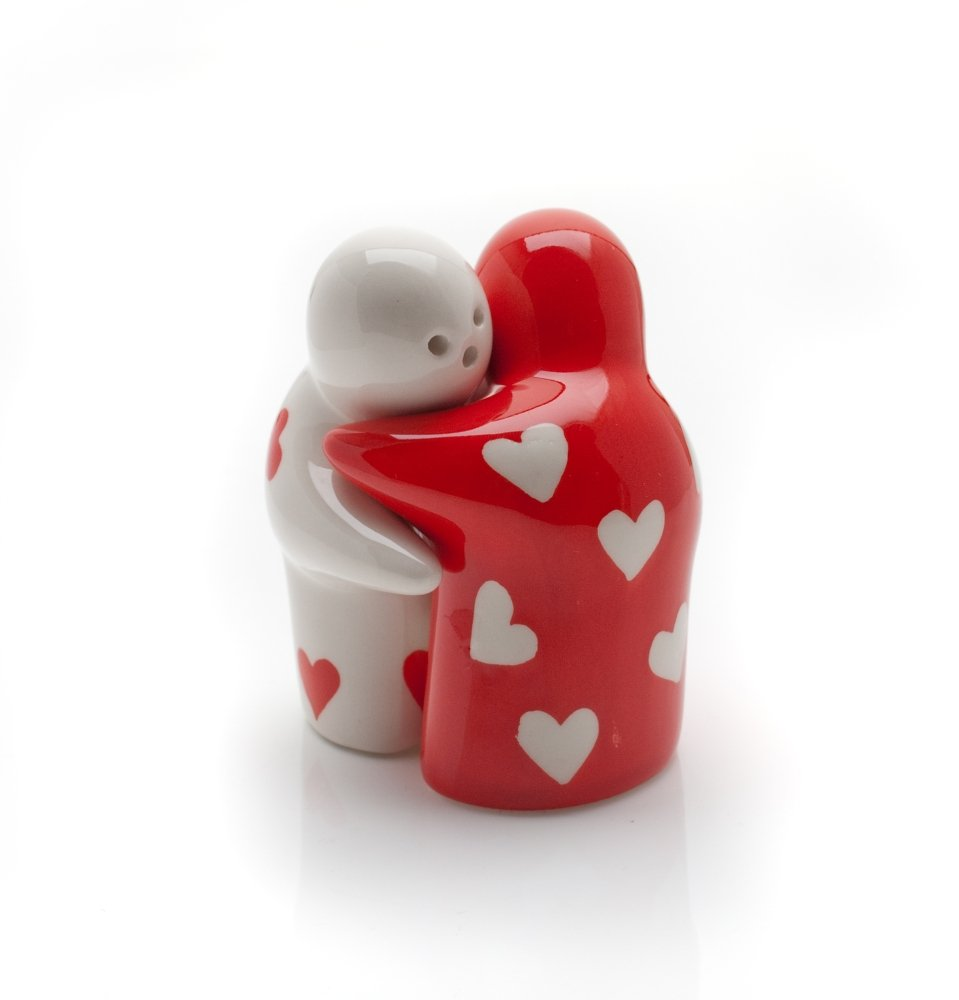 Hugging salt and pepper shakers - Salt and pepper hug ...